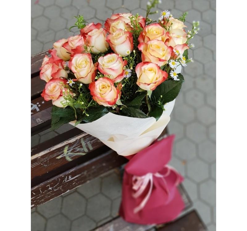 Букет ,,Красотата на 17 рози''